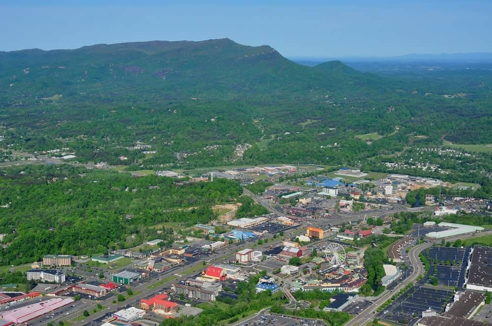 The-Pigeon-Forge-Parkway-and-the-mountains.jpg