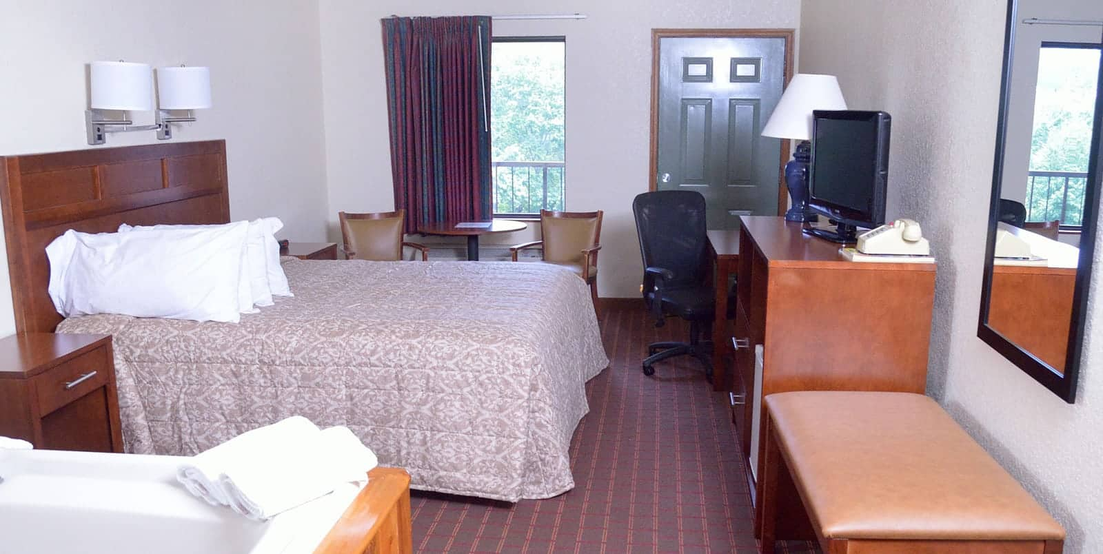 Pigeon Forge hotel room at Valley Forge Inn