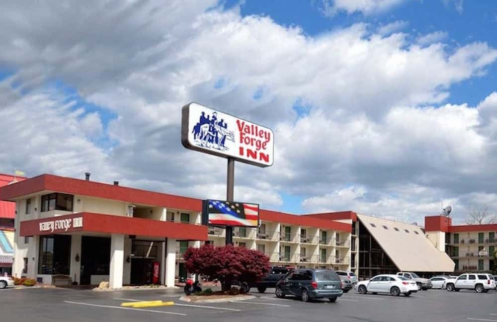 The-exterior-of-the-Valley-Forge-Inn-Pigeon-Forge-TN-hotel.jpg